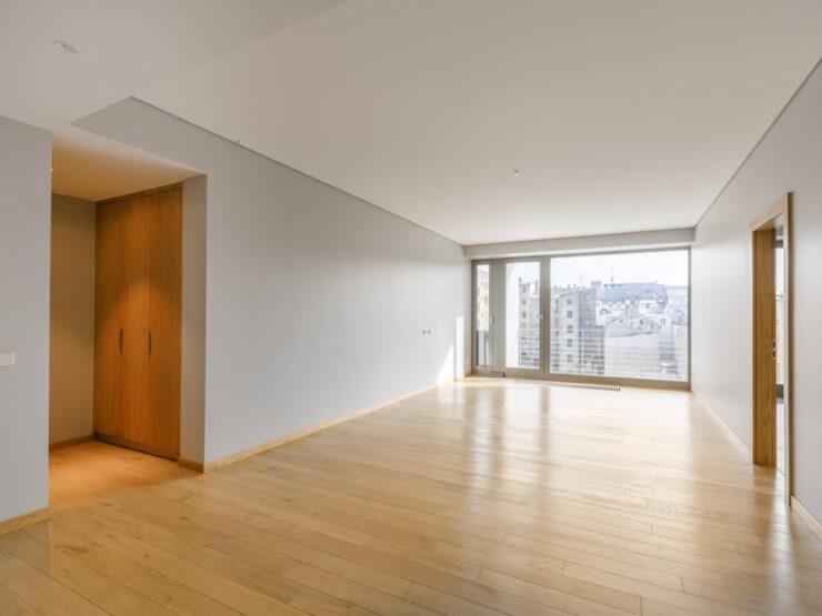 We offer a 3-room apartment on Dzirnavu Street